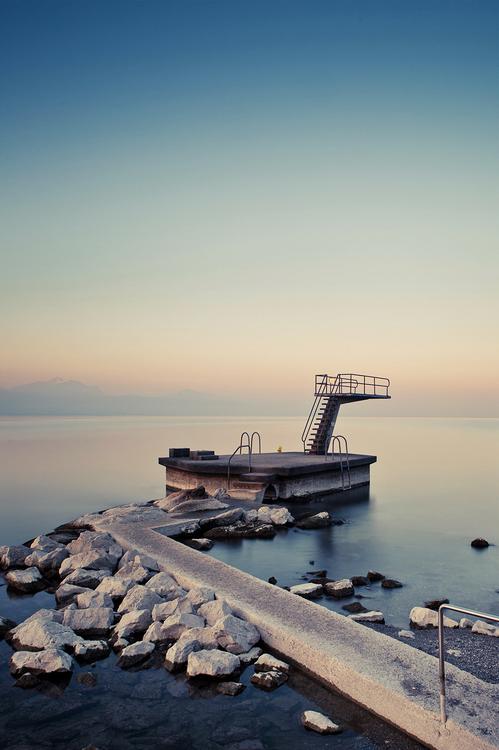 Plan serré sur le plongeoir (Lausanne, Suisse)