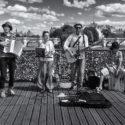 4 musiciens sur un pont