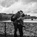 Amoureux au Pont des Arts